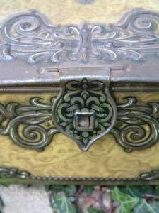 Vintage French style Shabby Chic Decorative Tin Casket