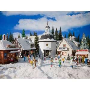 CHRISTMAS VILLAGE   VOLLMER HO SCALE MODEL TRAIN BUILDINGS