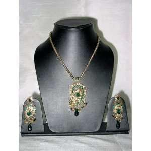 Gorgeous Trendy Fashion Gold Tone Green Stone Pendant Necklace Set