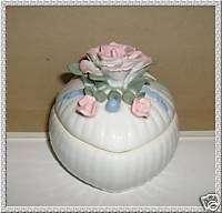 Ceramic heart shape trinket box with rose lid (D9)