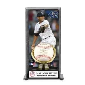 Mariano Rivera Gold Glove Baseball Display Case   New York Yankees