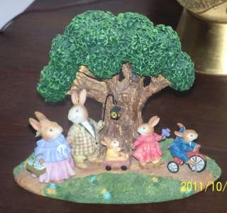 FIGURINE SUSAN WHEELER HOLLY POND HILL A FAMILY IS FOREVER 1782/2500