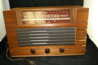 9000 B BROADCAS SHORWAVE 6 UBE RADIO WORKS WOOD CABINE |