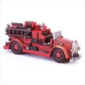 VINTAGE FIRE ENGINE MODEL Home & Kitchen